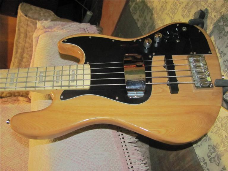 Перейти на страницу объявления: гитара fender squier standard jazz bass индонезия ,+2чехла